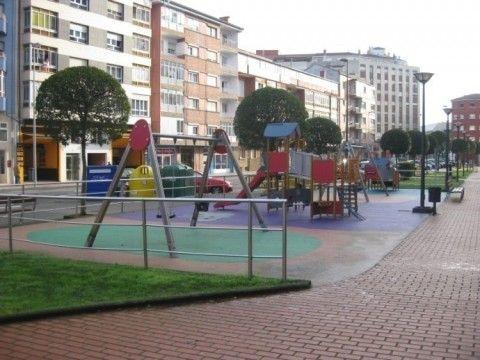 Mejora en los parques infantiles y eliminación de la arena