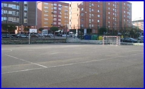 Reparación pista polideportiva del poligono de La Magdalena